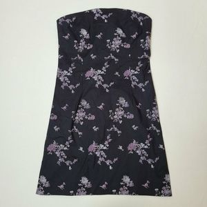 Strapless mini dress with floral embroidering